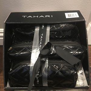❤️NEW!!!❤️Tahari 3 piece Cosmetic Set in black.